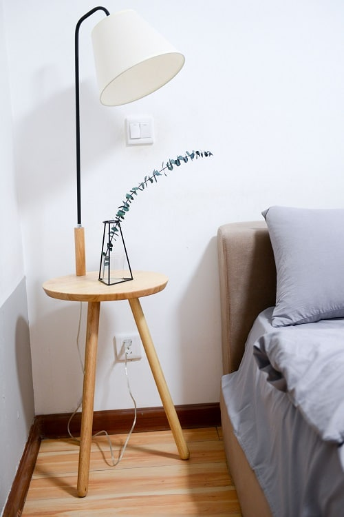 baseboards in a bedroom with a lamp